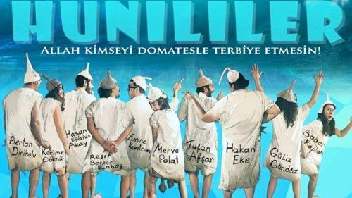 Yiğit Özgür'ün Karikatürü Hunililer Tiyatroda