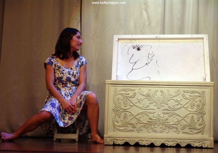 Bir Kadın Uyanıyor Müzede Sahnede
